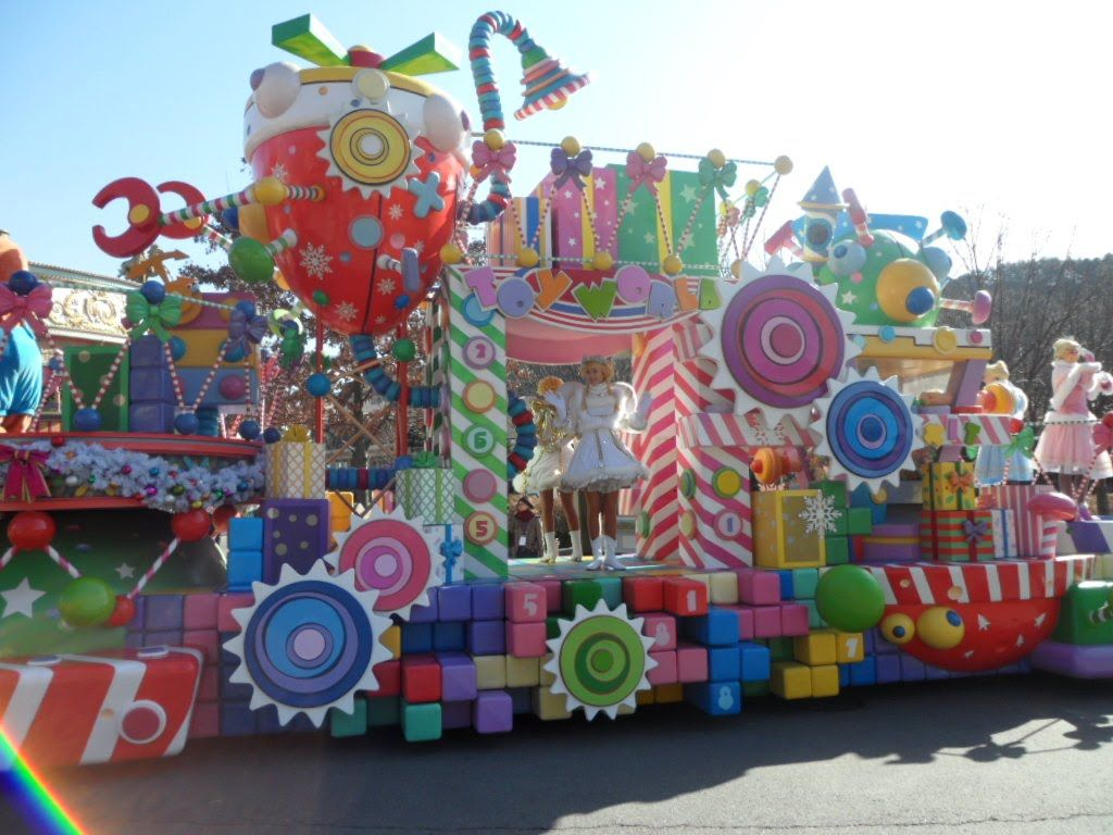 disney christmas parade floats - Google Search | island of mis fit ...