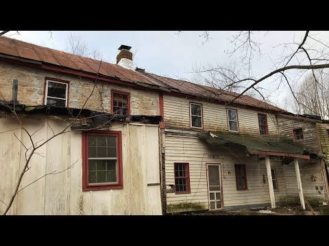 Abandoned COLONIAL House Built in the late 1700's