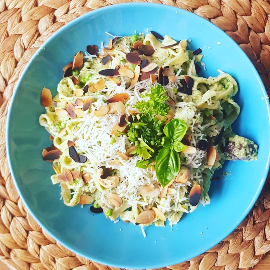 "@genius.fabulous.food on Instagram: ""The good delicious greenstuff 😍   #vegetarianfood #greenpastafromtheheart #GeniusFabulousFood   Wat heb je nodig:  - Verse pasta -…"""