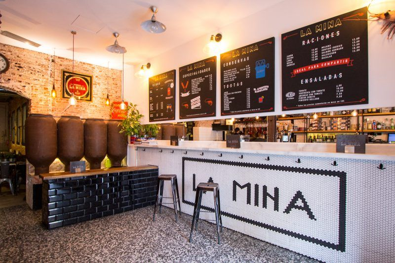 Los Bares Imprescindibles Para Beber La Cana Perfecta En Madrid Bar Madre Secretos De Madrid