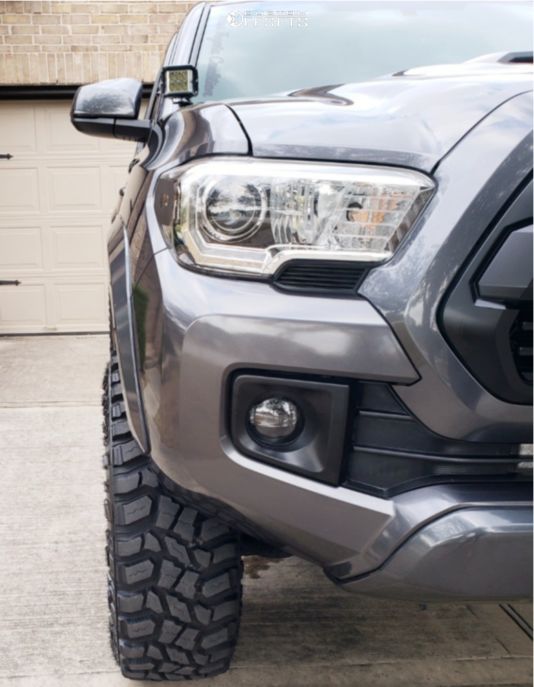 6 2017 Toyota Rough Country Suspension Lift 3in