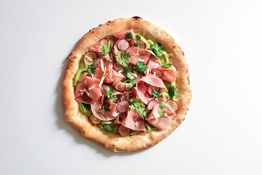 Ricetta Pizza Italiana.Ricetta Pizza Con Praga E Avocado La Cucina Italiana Recipe Pizza Recipes Prosciutto Avocado Pizza