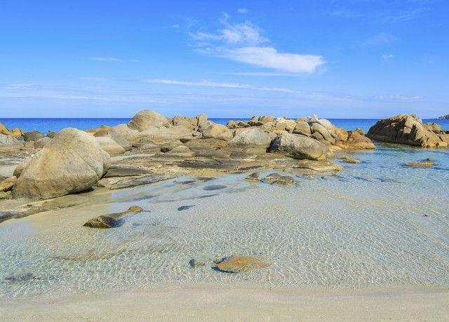 Soggiorno nel cuore della Costa Smeralda, in quattro stelle affacciato sul mare - con colazione ed extra.
