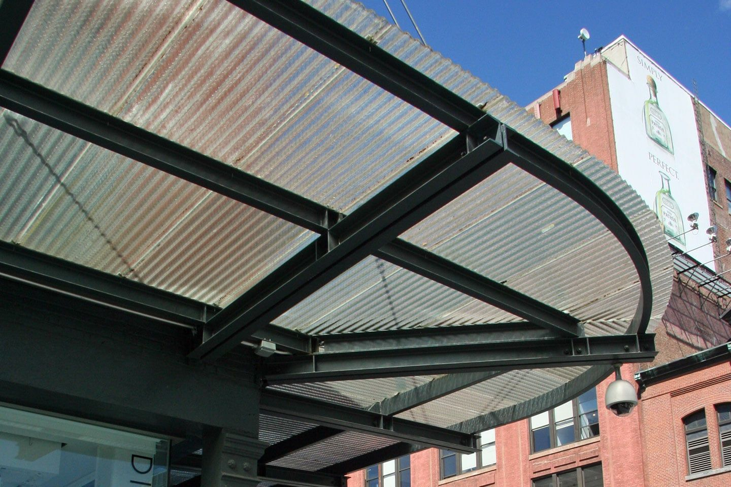 Nyc Apparel Showroom Clear Corrugated Chicken Wire Glass Canopy Canopy Architecture Skylight Wired Glass