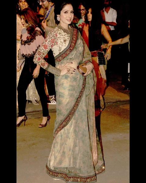 #Sridevi, who is known for her beauty and upbeat fashion sense came to attend the show wearing a floral saree by her favorite designer Sabyasachi.  For More Updates Just Visit www.biscoot.com   #BollywoodFashion #Fashion #BollywoodCelebrityPhotos #LakmeFashionWeek