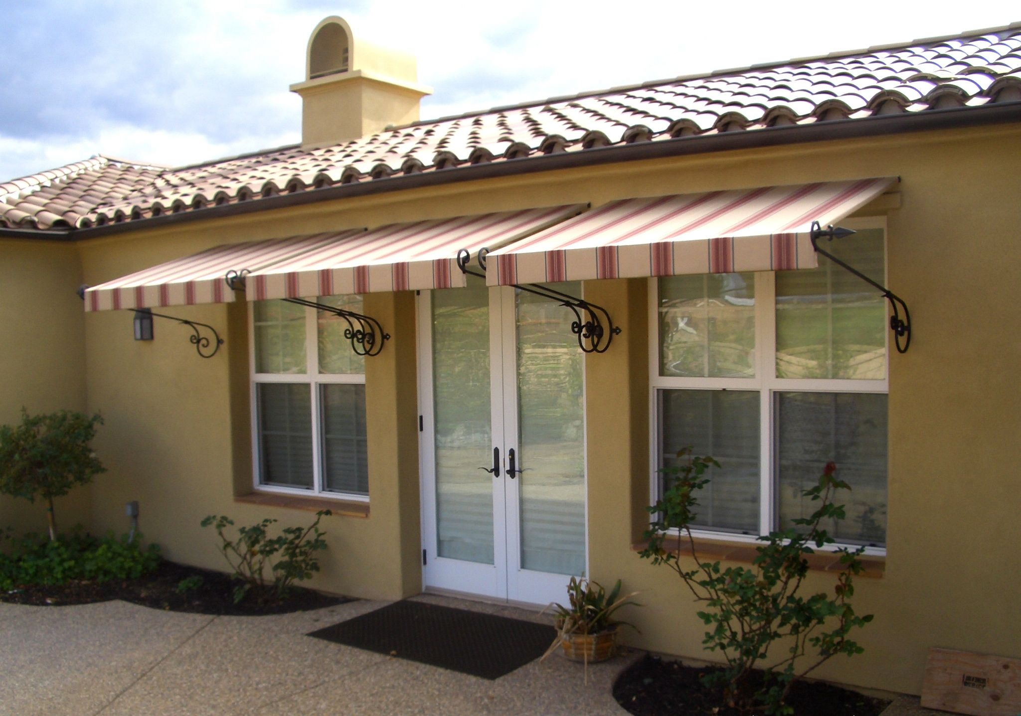 Idea By Cindy Williams On Some Day Cinder Block House Aluminum Awnings Residential