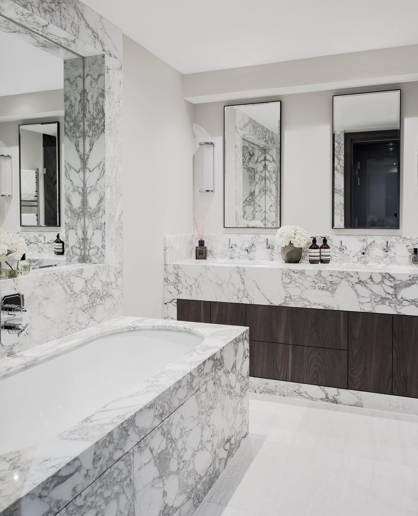 Bathroom en-suite at our St Johns Wood project made from two beautiful slabs of Calacatta Vagli which we sourced at the start of the year and used a mix of real marble and porcelain tiles to complete the look but keep functionality in mind. Sometimes it takes months to complete a project like this but always so worth the wait. • • • #interiordesign #marble #bathroomdesign #interiorlovers #topstylefiles #finditstyleit #interiordetails #interiorforinspo #interiorstylist #houseenvy #homedetails #ho