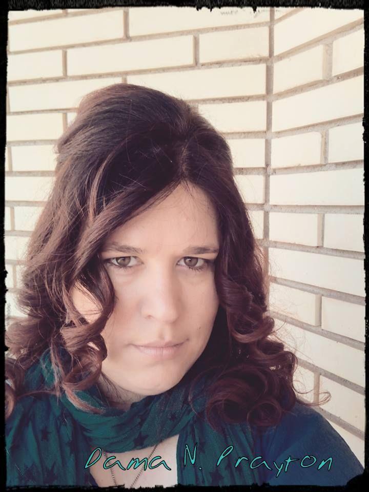 Escritora de ficción romántica en diferentes sub-géneros: Juvenil, Young Adult y Adutlo. Géneros destacados: fantasía, ciencia ficción. Contemporánea y Chik-lit.