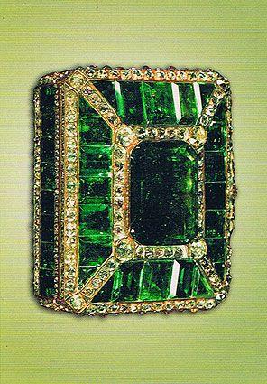 Emerald box from Iran Royal Family. ❤•❦•:*´¨`*:•❦•❤