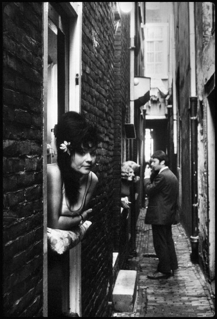 Elliott Erwitt. Amsterdam. 1950 #elliotterwitt