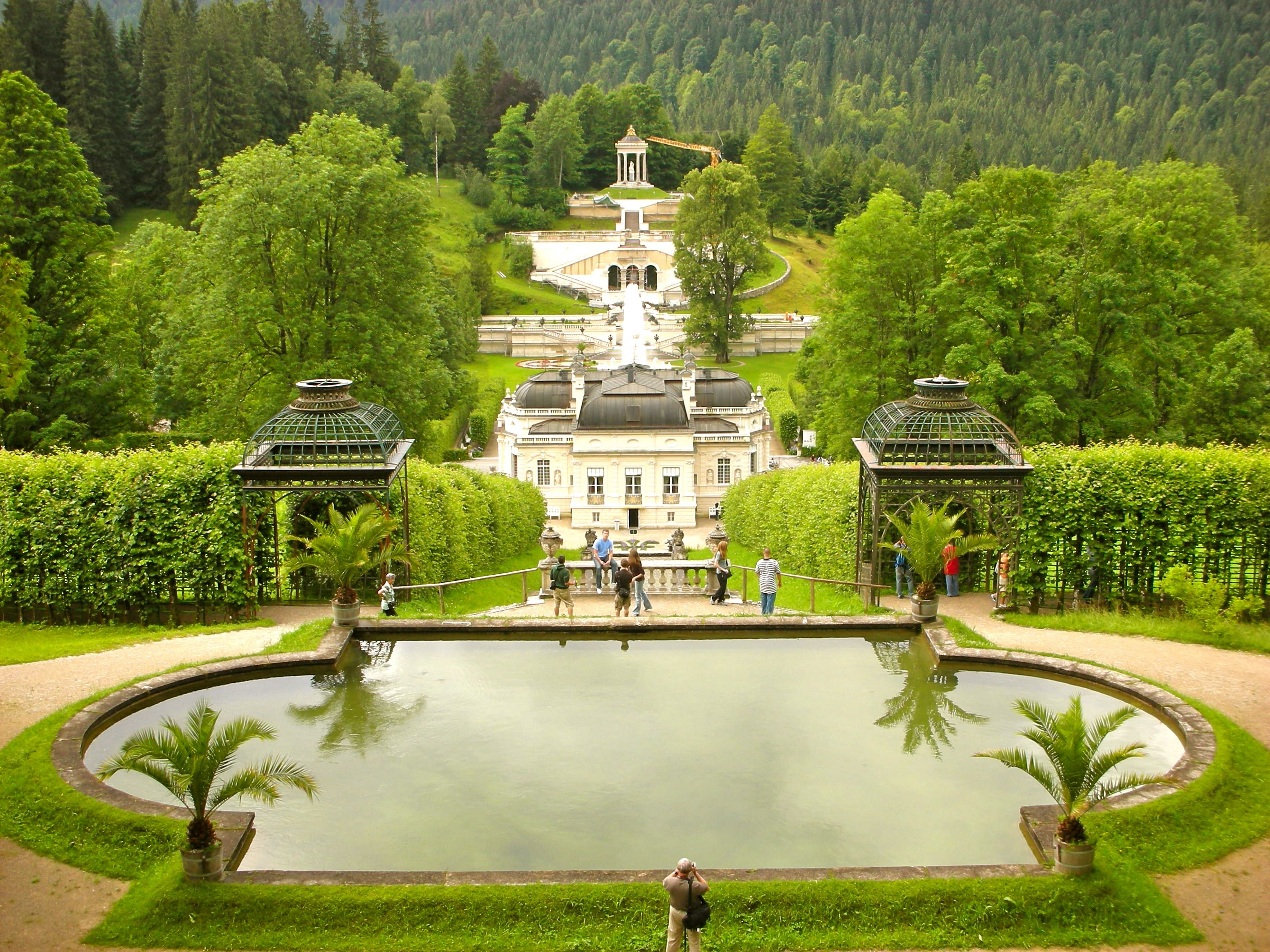 Rear View Of Linderhof Castle Bavaria Germany 城 別墅 ドイツ