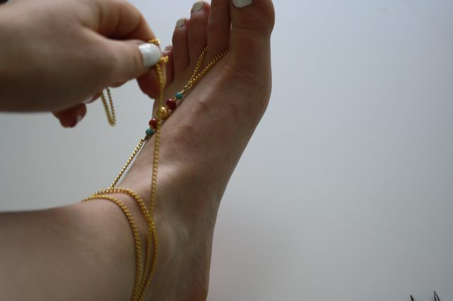 Wrap the chain around your ankle.