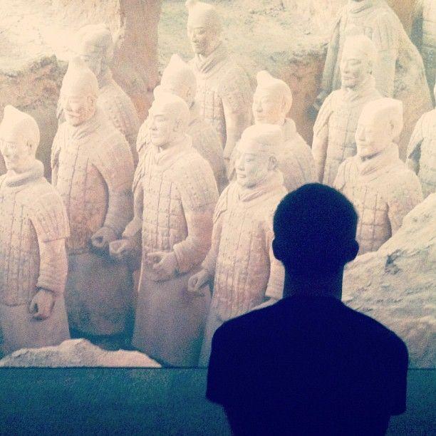 Instagram / hgraeber: My brother admiring the Terra Cotta Warriors. #hmnswarriors