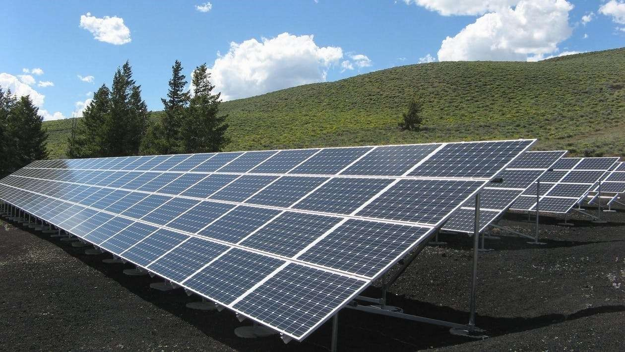 Solar Energy Advantages And Disadvantages Renewableenergie Solar Energy System Advantages Of Solar Energy Solar Energy