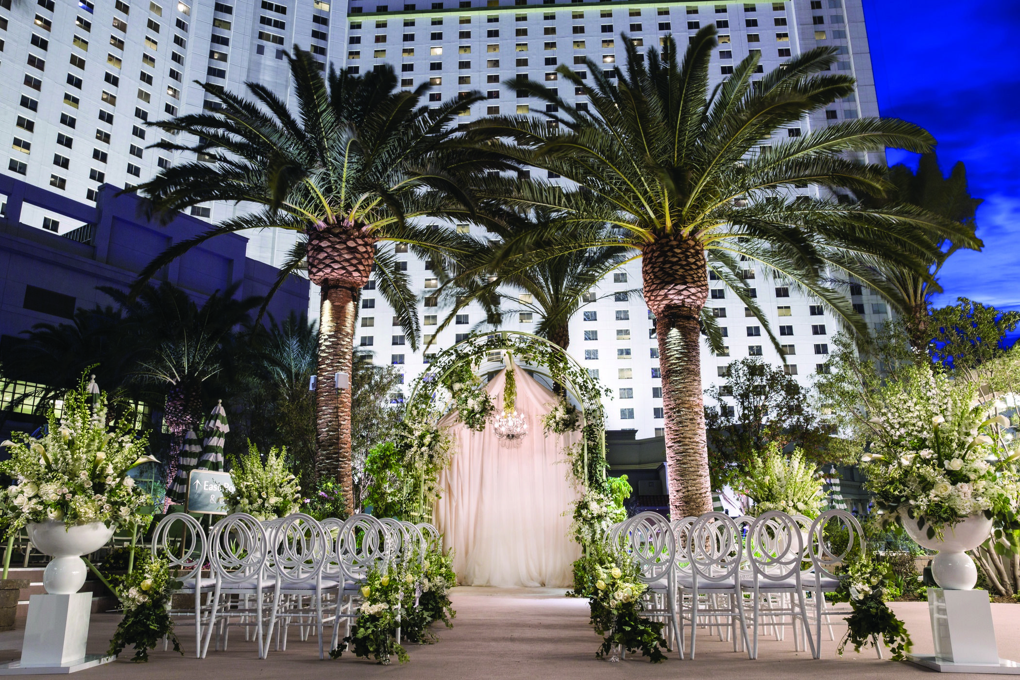 This Outdoor Las Vegas Wedding Venue At Park Mgm Is What Dreams Are Made Of Park M Vegas Wedding Venue Las Vegas Wedding Venue Las Vegas Wedding Inspiration