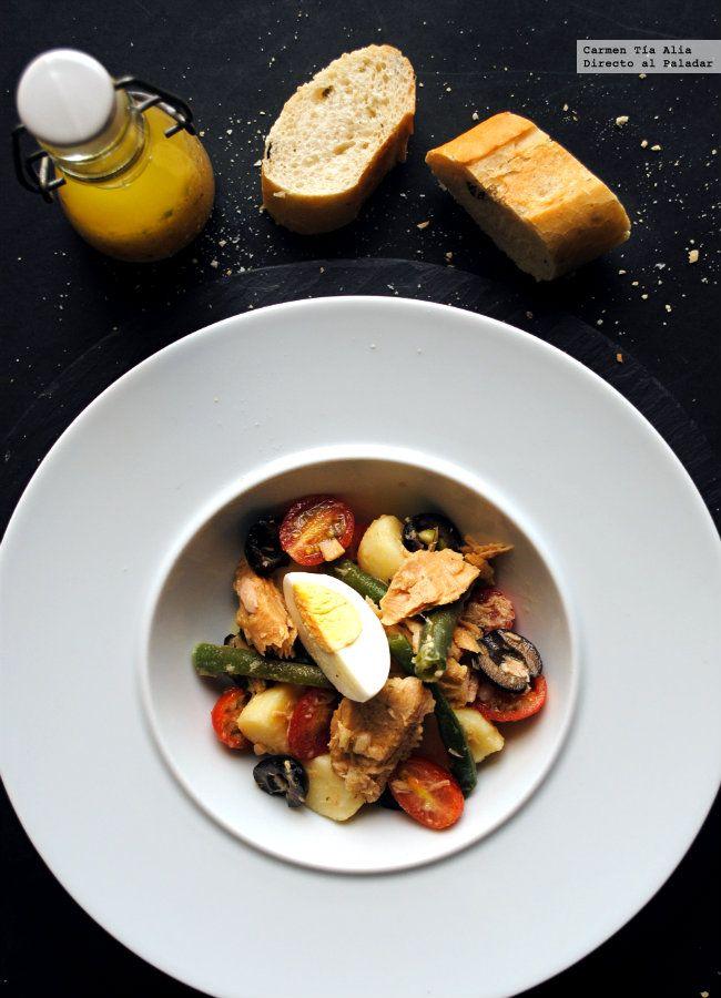 Creo que, junto con las sopas frías y gazpachos, las ensaladas son las reinas de las mesas de verano. Por muchas razones, pero principalmente por...