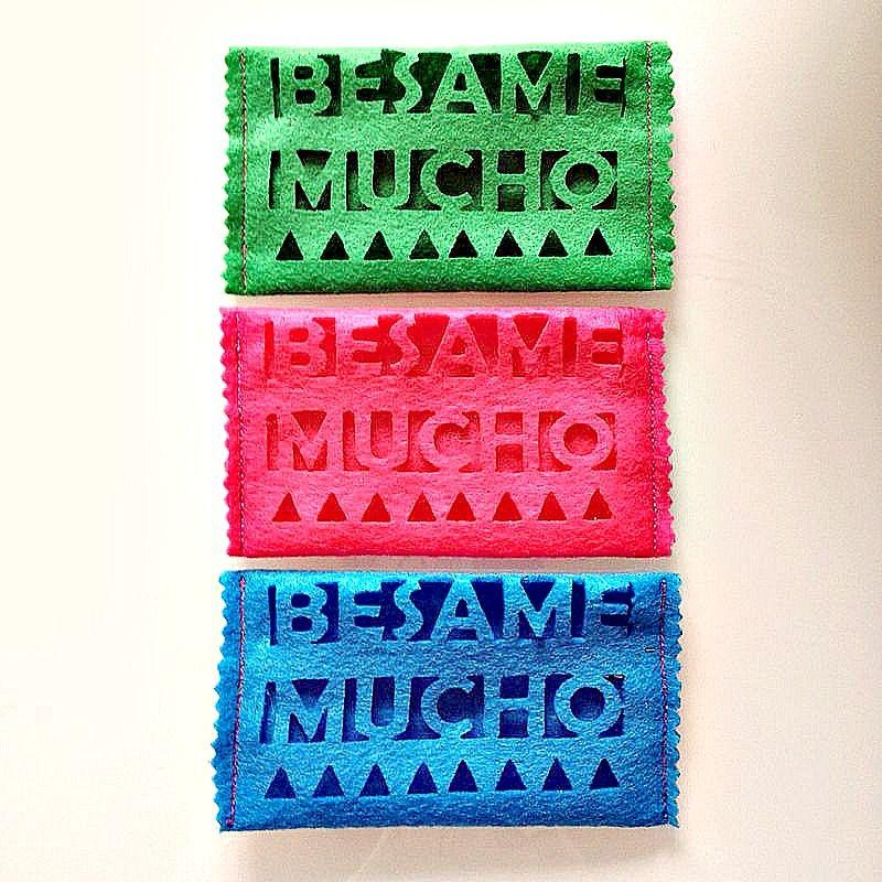 Porta Fazzoletti di Carta collezione #BesameMucho Colori forti #DezaYeppa  #portafazzoletti #papertissueholder #handmade #madeinitaly #mexico #fridakahlo www.dezayeppa.etsy.com www.facebook.com/DezaYeppa