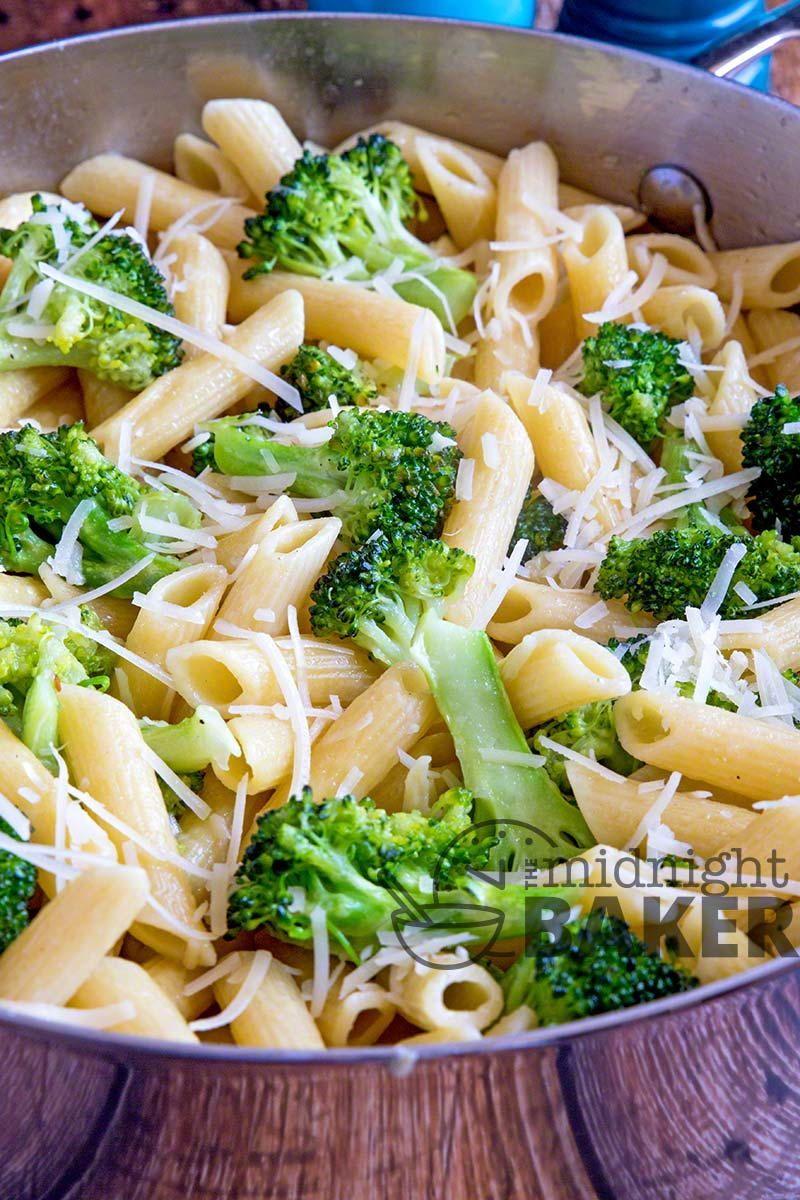 One-Skillet Broccoli Garlic Pasta  Vegetarian Casserole -9339