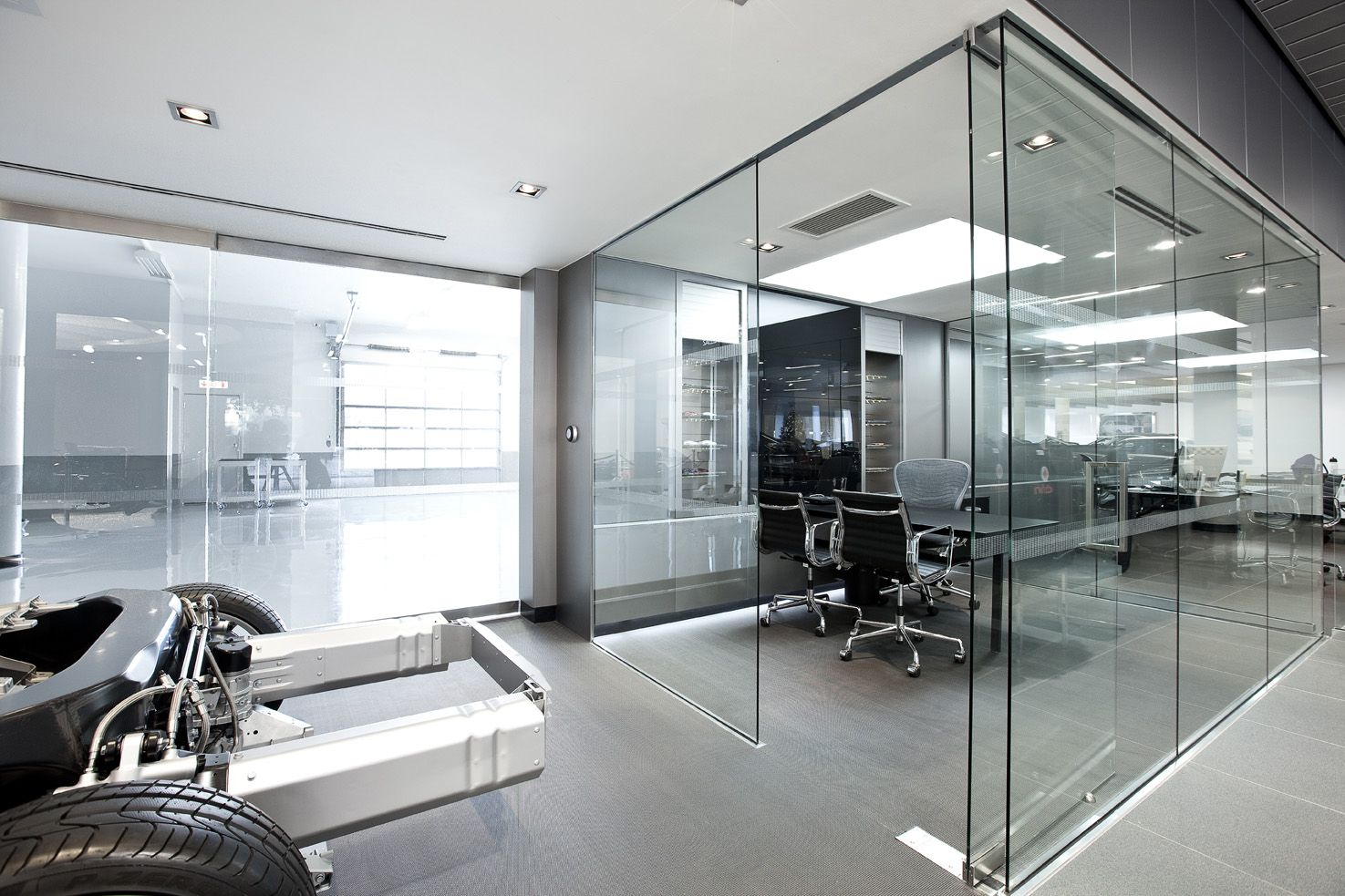 norman foster office. McLaren Factory By Norman Foster Office C