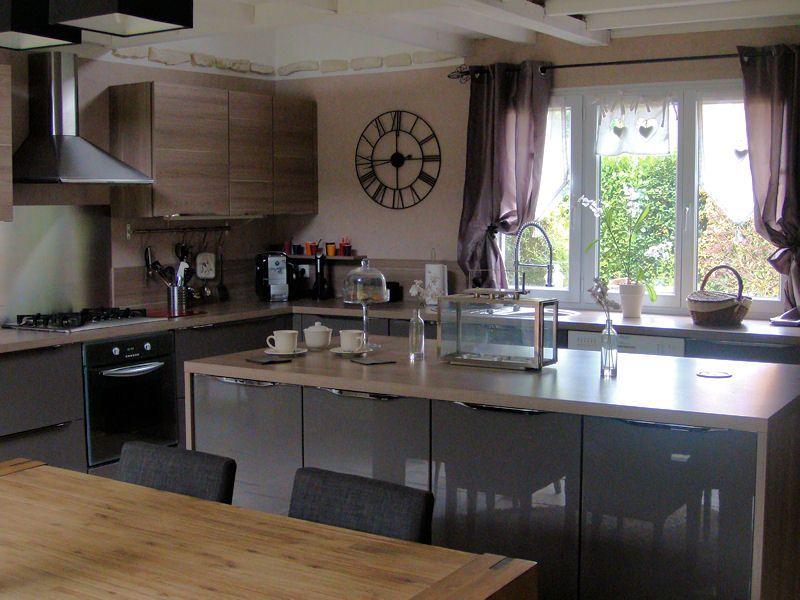 cuisine à ilot central - retenir lu0027idée de lu0027avancée pour su0027asseoir - cuisine avec ilot central et table
