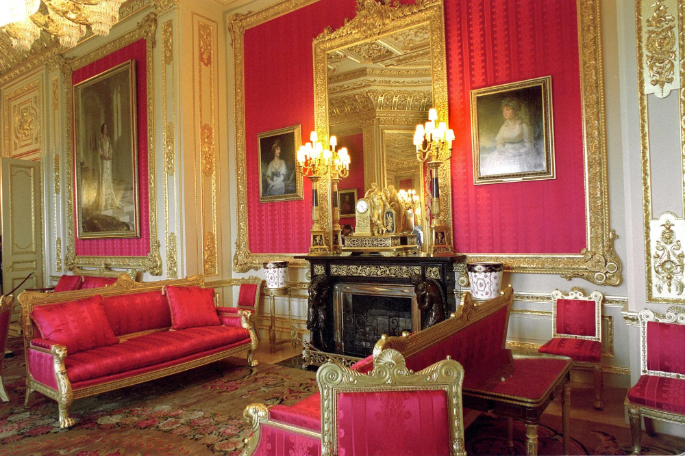 Take a Look Inside the Grandest Rooms of Queen Elizabeth's ...