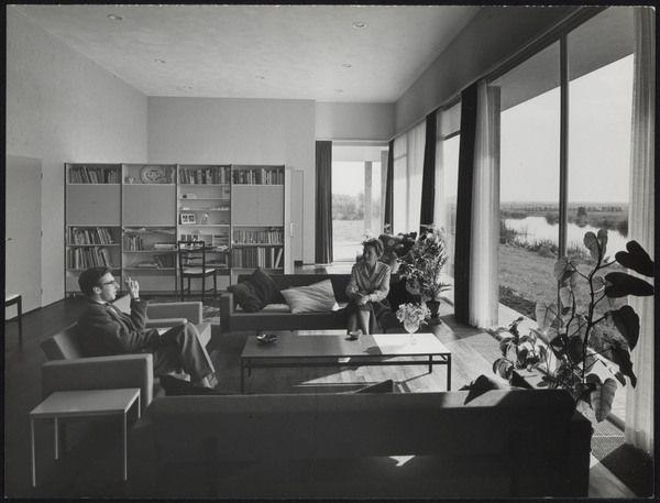 afbeelding van woning van den doel, ca.1958, interieur woonkamer, Deco ideeën