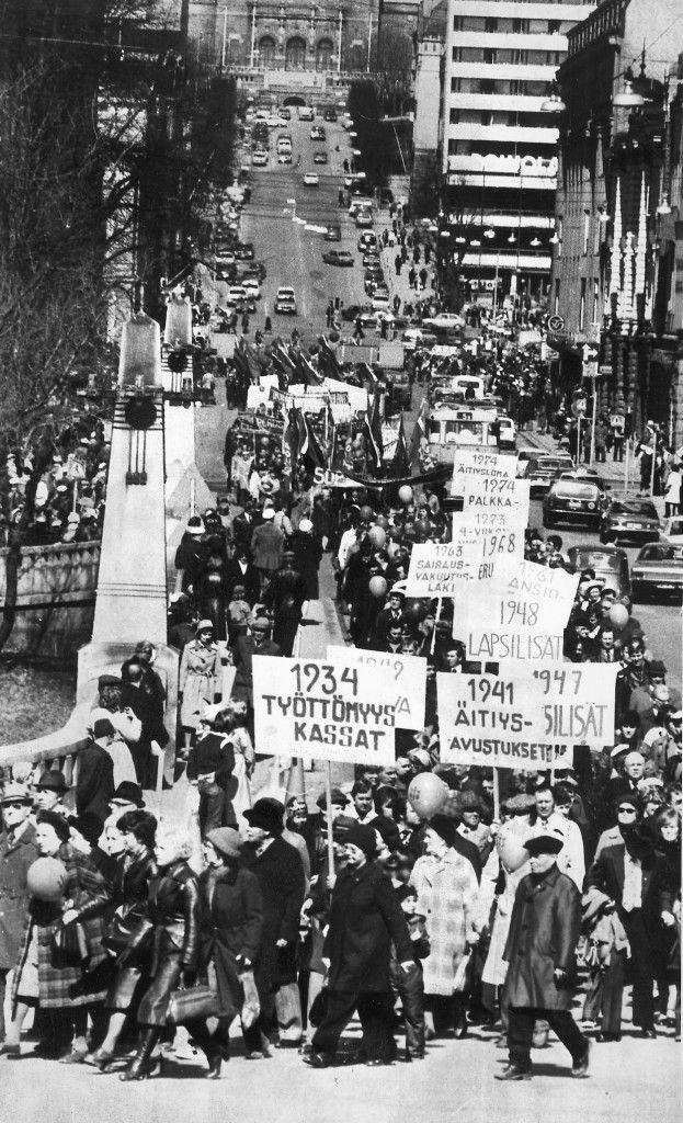 Sosialidemokraatit elvyttivät vappukulkueperinteen uuden jäsenmäärän nousun myötä vuonna 1977.