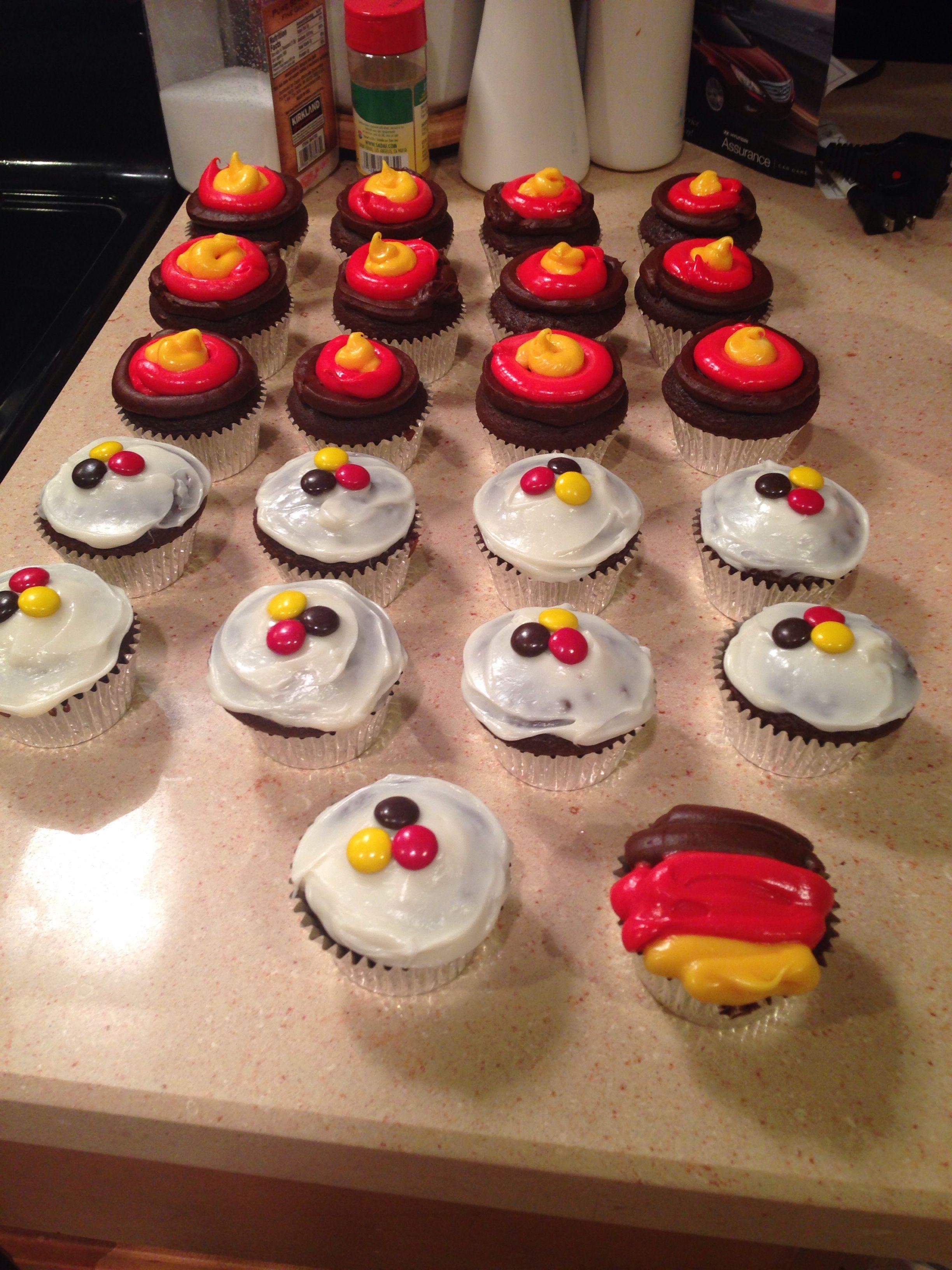 German Flag Cupcakes Cupcake Flags, Oktoberfest Party, German Baking,  Themed Cupcakes, Football