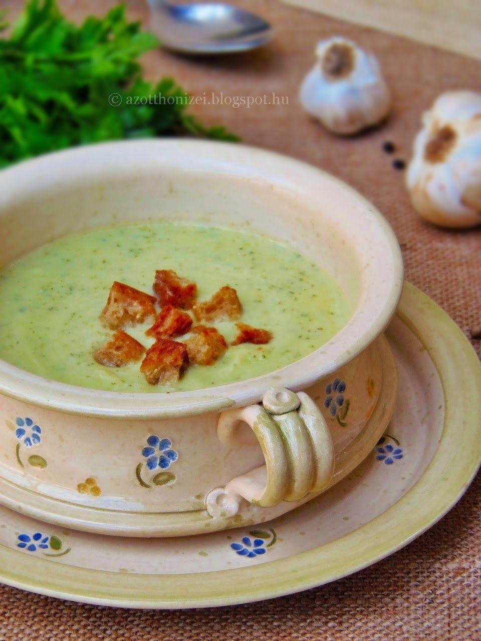 Az otthon ízei: Joghurtos cukkinikrémleves fokhagymás krutonnal
