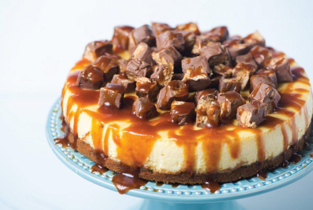 طريقة عمل تشيز كيك اسنيكرز Snickers Cheesecake Cheesecake Dessert Recipes