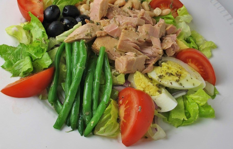 IcoiseStyle Tuna Salad With White Beans And Olives Can Tuna - Tuna salad mediterranean style