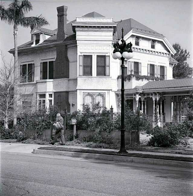 Pin by Michael Klein on Munsters house (With images ...