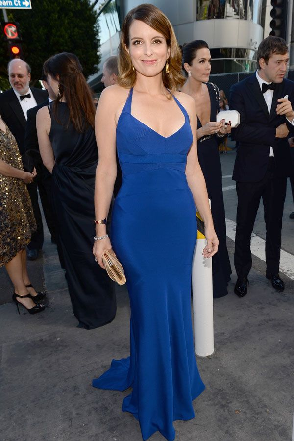 Tina Fey looks AMAZING in vibrant blue Narciso Rodriguez – 2013 Emmy Awards Red Carpet