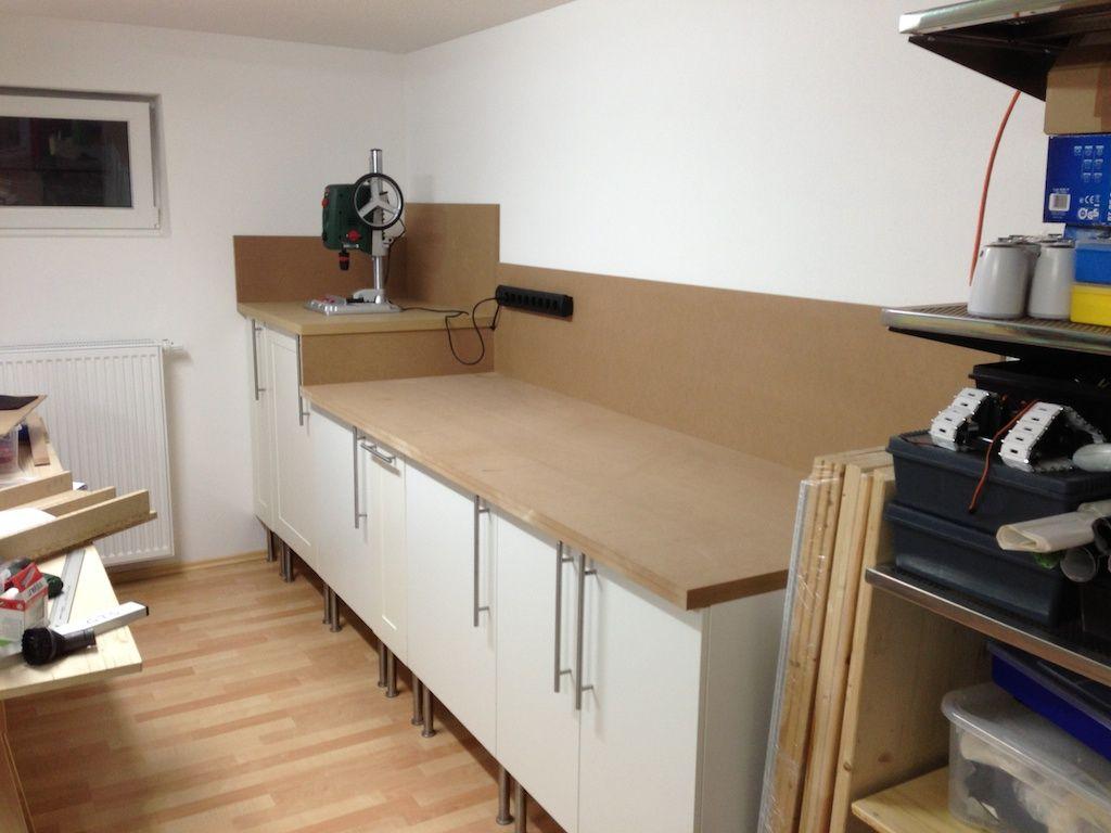 fertige werkbank mit allen t ren und montierter arbeitsplatte sowie wandschutz gara. Black Bedroom Furniture Sets. Home Design Ideas