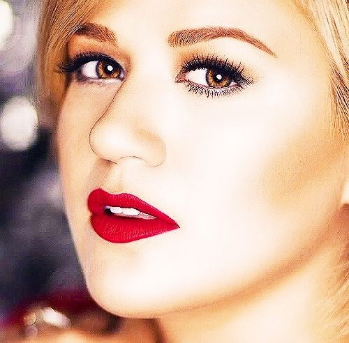 Kelly Clarkson - Wrapped In Red (Christmas Album) Photo Shoot | Kelly clarkson, Lipstick, Makeup