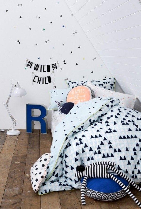 Chambre D Enfant Noire Et Blanche Avec Une Couette Graphique
