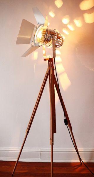 Fabulous Dreibein Film Leuchte mit Holz Stativ Steh Lampe Vintage Stil in Nord Hamburg Eppendorf