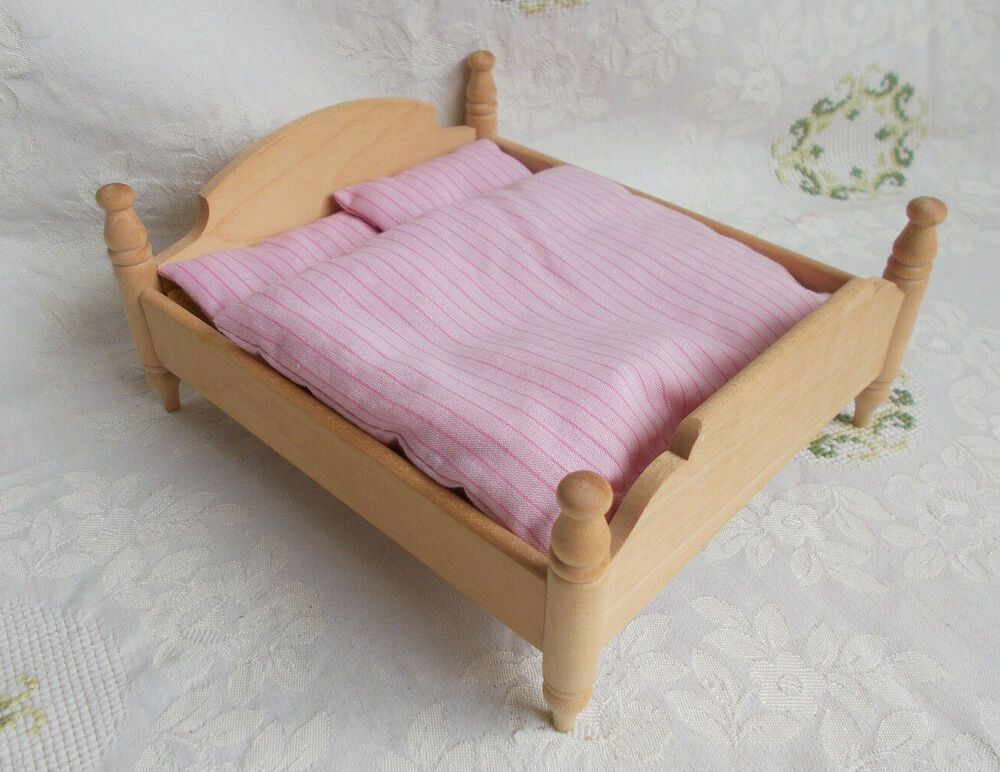 Dora Kuhn Doppelbett Holz Natur Rosa Bettwasche Puppenstube