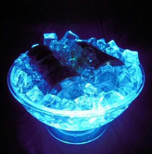Frapera con cubos de hielo.- Lapkurz Pte J.E Uriburu 750-Once-Cap.Fed.-1149519911-info@lapkurz.com https://www.facebook.com/pages/Lapkurz-Cotillon-y-Alquiler-de-productos-luminosos/224225454370
