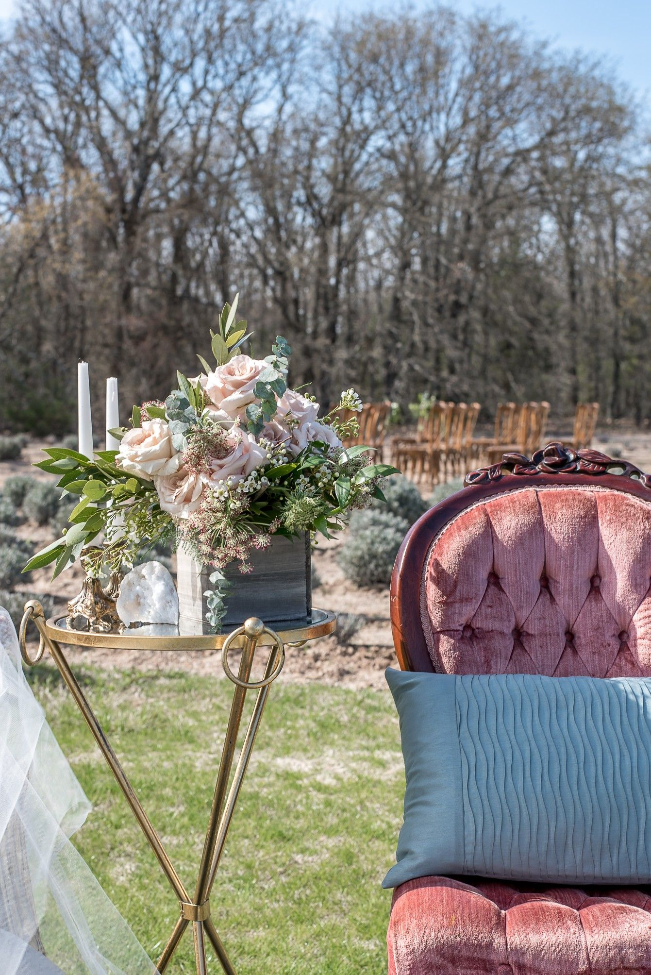 Wedding Sitting Area By Love Birds Vintage Gold Dust Vintage Rentals And Big D Party Rentals Houston Photography Vintage Rentals Party Rentals