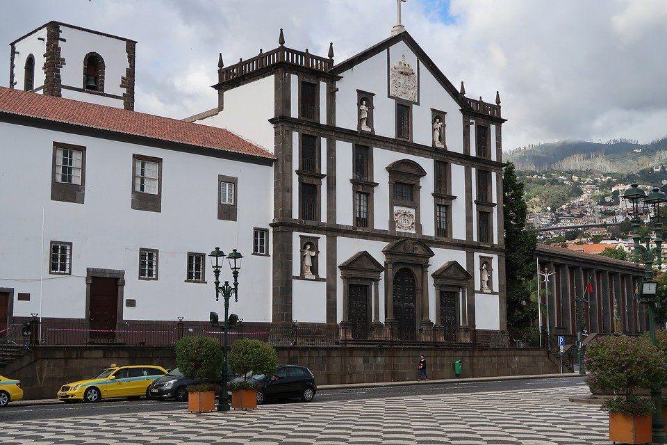 Pourquoi Passer Ses Vacances A Madere En Hiver Et Que Faire En 2020 Portugal Tourisme Vacances Voyage Madere