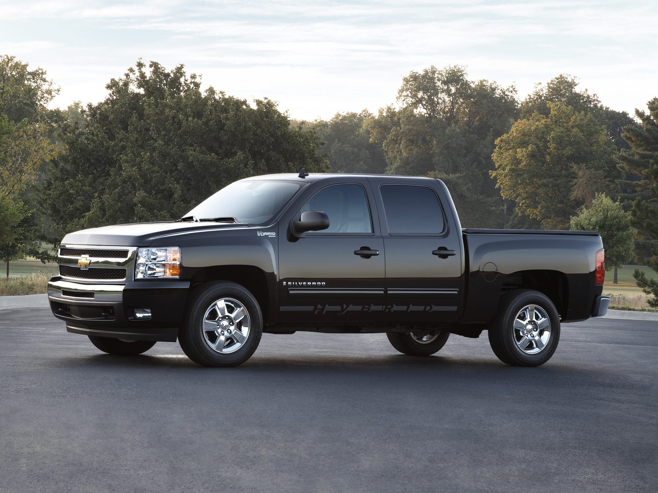 The Chevrolet Silverado 1500 Hybrid Introduced In 2004 Was The First Ever Hybrid Passenger Vehicle From Chevrolet Silverado Chevrolet Silverado 1500 Silverado