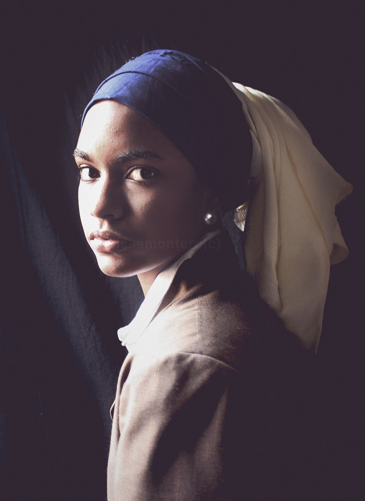 """""""Girl with a Pearl Earring"""" by Johannes Vermeer ."""