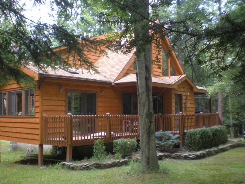 Rentals in the poconos lake wallenpaupack indian rocks for Lake cabin rentals pennsylvania