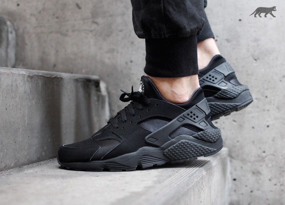 nike air huarache all black womens