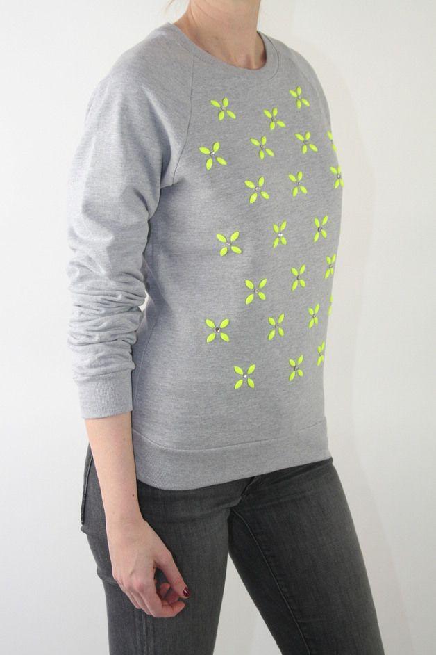 T-Shirts & Sweatshirts - LoveMag Sweatshirt YELLOW-FLOWERS, grau - ein Designerstück von nevergowithout bei DaWanda