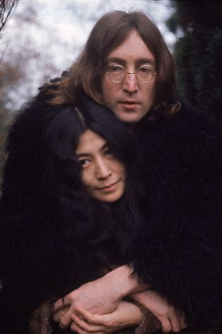 British musican and artist John Lennon (1940 - 1980) holds artist and musician Yoko Ono, December 1968, photo by Susan Wood