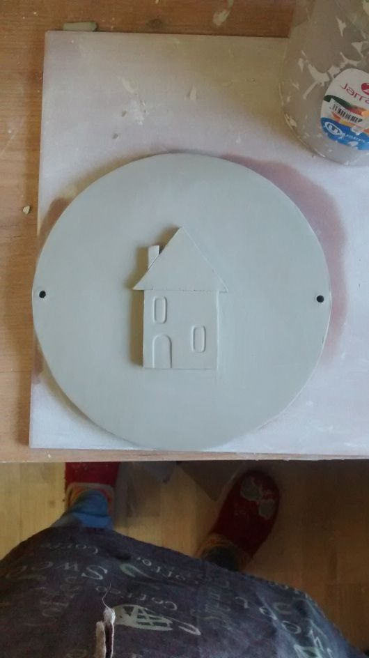 How to design and create a house sign. Handmade ceramic for happy homes by Noe Marin.  http://bit.ly/1LIcnrP