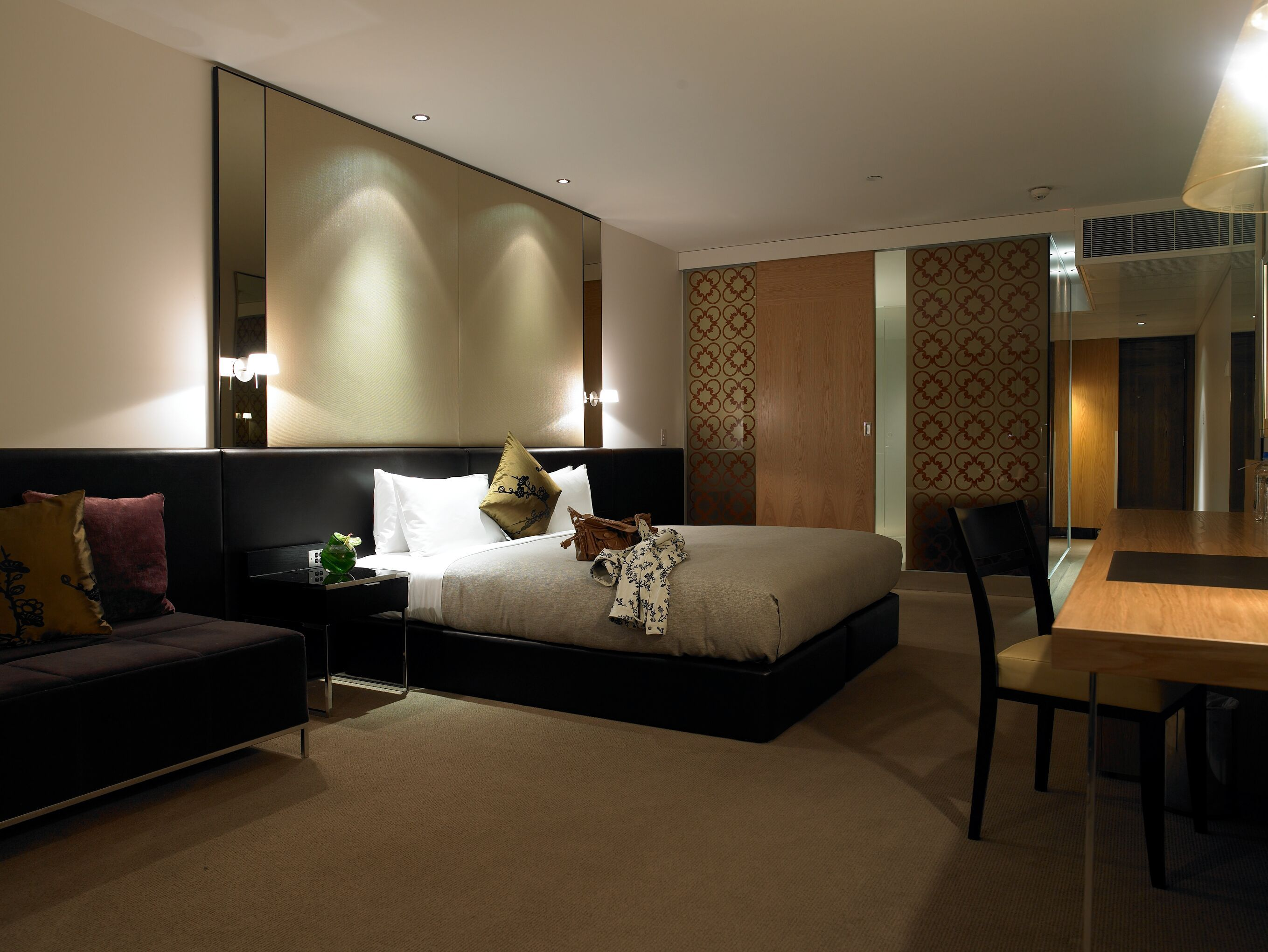 Superior Deluxe Accommodation At The Royce Hotel Melbourne Wedding Venue