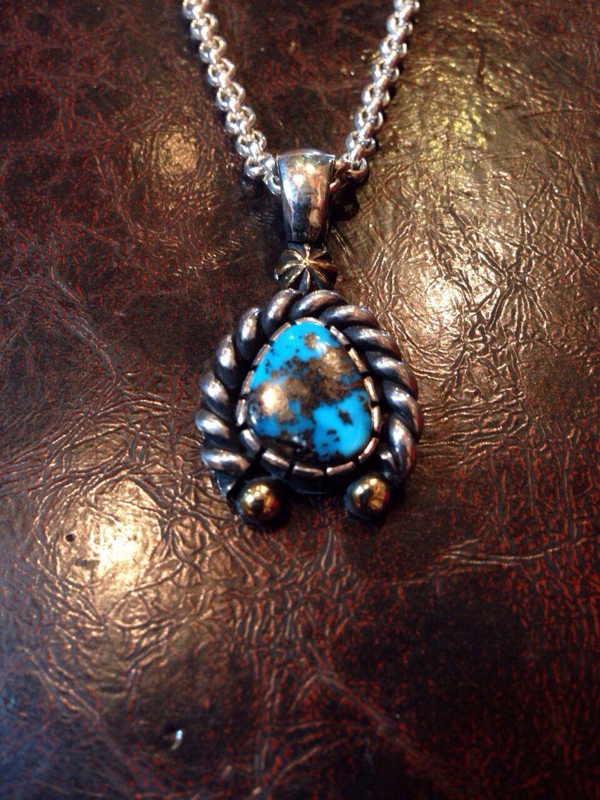 Tyron turquoise pendant  ナジャイメージ オーダーメイドペンダント  金のショットと 太めのツイストでアクセント  #horizonblue #oredermade #turquoise #turquoisejewelry #tyronturquoise #jewelry #silver #silversmith #silverjewelry #自由ヶ丘 #TAKA #ターコイズジュエリー #ターコイズアクセ #ターコイズ #pendant #ジュエリー #シルバー  #ホリゾンブルー